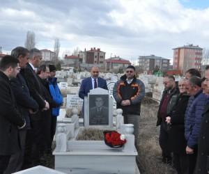 Merhum Gazeteci Öner Daşdelen mezarı başında anıldı