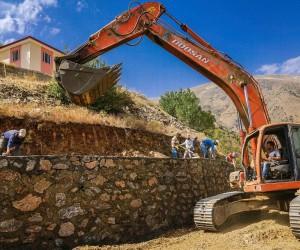 Büyükşehir 3 yılda 53 menfez, 91 bin metreküp taş duvar yaptı