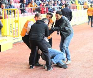 Eskişehirsporlu yönetici maç sırasında kalp krizi geçirdi