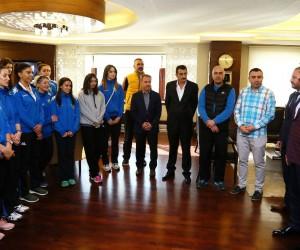 Voleybolculardan Başkan Ak'a ziyaret