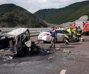 Otobanda feci kaza: 2 kişi yanarak öldü