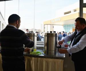 İnegöl Belediyesi'nin hastanede ücretsiz çay ve su ikramı başladı