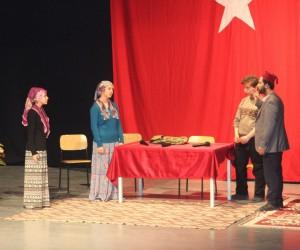 12 Mart İstiklal şairi  Mehmet Akif Ersoy Tiyatro gösterisi düzenlendi