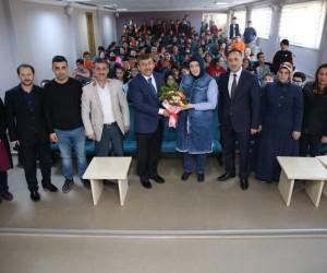 Başkan Karabacak, Kariyer Günleri'nde öğrencilerle bir araya geldi