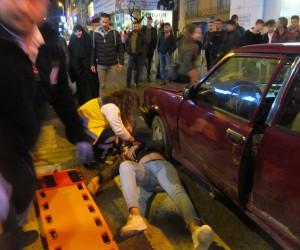 Kocaeli'de elektrikli bisikleti ile ters şeride giren gence otomobil çarptı