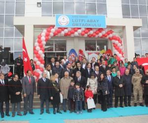 Sivas'ta hayırseverin yaptırdığı okulun açılış töreni yapıldı.