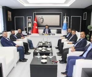 İlim Yayma Cemiyeti  Yöneticileri Rektör Karacoşkun ile bir araya geldi