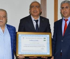 Matematik ve Fen Bilimleri Eğitimi Bölüm Başkanı Doç. Dr. Abdullah Aydın, Vali Şentürk'ü ziyaret etti