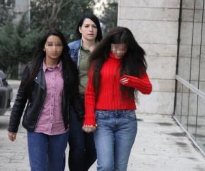 Alışveriş merkezinden hırsızlık yapan 3 kız gözaltına alındı