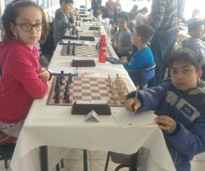 Satranç turnuvasına Çamlıca Okulları damgası