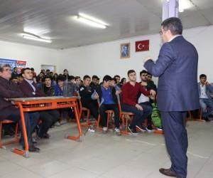 Kaymakam Çetin'den 'Kariyer' semineri