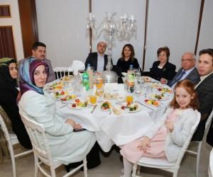 Tıp Bayramı sebebiyle Kütahya'da görev yapan doktorlar onuruna yemek