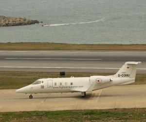 Trabzon'a dün acil iniş yapan ambulans uçak arızası giderilerek İngiltere'ye havalandı