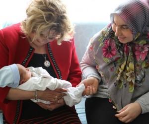 Manisa Büyükşehir'den 'Hoş geldin bebek' ziyareti