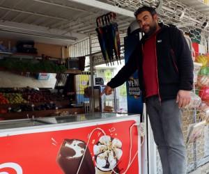 Hırsızın böğürtlenli ve bademli dondurma aşkı, market sahibini çilden çıkardı