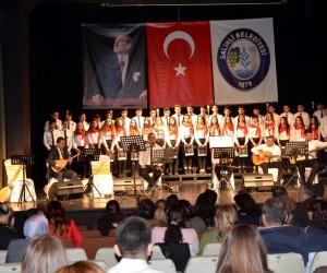 Lise öğrencilerinden 'Engelleri birlikte aşalım' konseri