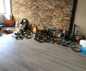 Çaldıkları antikalarla kaldıkları evde yakalandılar
