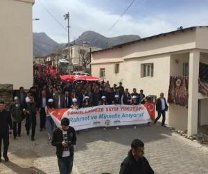 Eruh'ta binlerce kişi şehitlere saygı için yürüdü