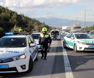İzmir polisinden filmleri aratmayan kapkaç operasyonu