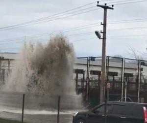 Metrelerce yükselen su korku dolu anlar yaşattı
