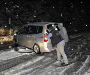 Konya Antalya Karayolunda kar yağışı trafiği olumsuz etkiledi