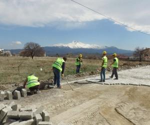 İncesu Belediye Başkanı Zekeriya Karayol parke çalışmalarını yerinde inceledi