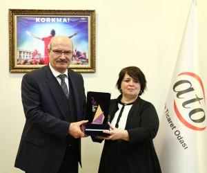KAİSDER'den ATO Başkanı Baran'a ödül