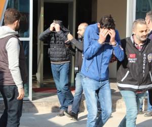 Kargocu kılığında 66 yaşındaki kadını darp eden 5 kişi yakalandı