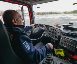 Ankara İtfaiyesi'ne ileri sürüş eğitimi