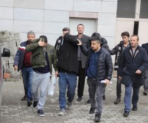 Sigara kaçakçıları polise yakalanmaktan kurtulamadı: 4 gözaltı