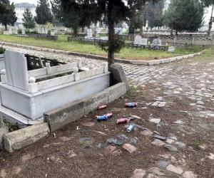 Mezarlıkta 'alkol' rezaleti