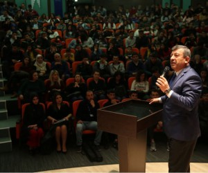 Başkan Karabacak gençlere seslenmeye devam ediyor