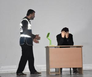 Öğrencilere madde bağımlılığı tiyatro oyunu ile anlatıldı