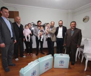 Başkan Özaltun, üçüz bebek sahibi çiftin sevincine ortak oldu