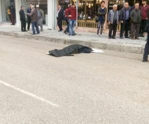 Kaldırımdan düşen yaşlı adam mikserin altında kalarak öldü