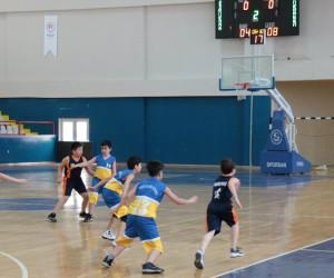 Kardelen Koleji Basketbol takımı yarı final yolunda