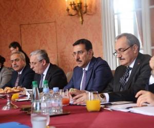 Gümrük ve Ticaret Bakanı Tüfenkci Paris'te