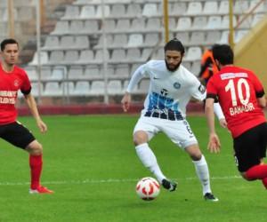 Spor Toto 1. Lig: Adana Demirspor: 0 - Ümraniyespor: 0 (İlk yarı)