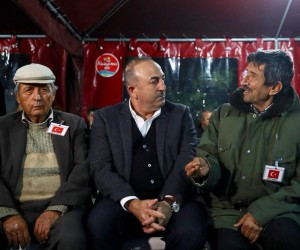 Bakan Çavuşoğlu'ndan şehit ailesine taziye ziyareti
