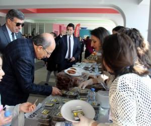 Özel Tekden Ortaokulu öğrencileri Mehmetçik için kermes düzenledi
