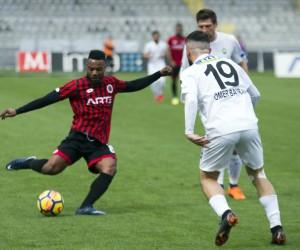 Spor Toto Süper Lig: Gençlerbirliği: 0 - TM Akhisarspor: 1 (İlk yarı)