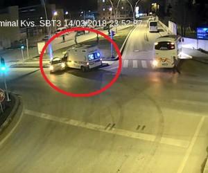 Hasta nakil aracının otomobile çarptığı kaza kamerada