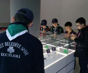 İzciler 3D yazıcı ve Tasarım Merkezi'ni gezdi