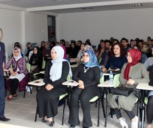 Eğitimci - Yazar Kadir Keskin NEÜ'de öğrencilerle buluştu