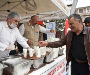 Altınordu Belediyesi'nden hoşaf ve ekmek