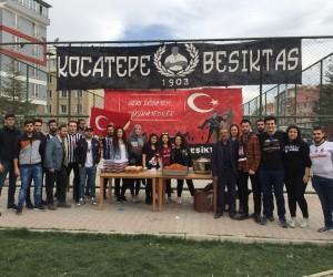 Afyonkarahisarlı esnaftan vatandaşlara üzüm hoşafı ve ekmek dağıttı