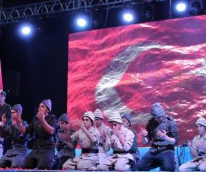 Şahinbey'de Çanakkale şehitlerini anma gecesine binlerce kişi katıldı
