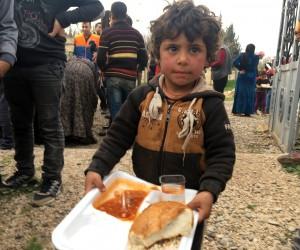 AFAD ve Mehmetçik, Cinderes'in Mahmudiye köyüne insani yardım götürdü
