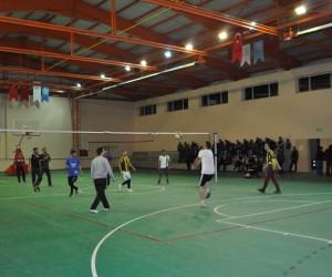 Arpaçay'da Voleybol Turnuvası'nın ödülleri Afrin'e
