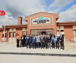 Başkan Karaosmanoğlu'ndan Kent Mezarlığı yeni hizmet binasında inceleme